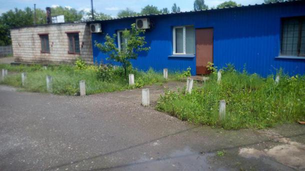 Здание с территорией на Мудреной.