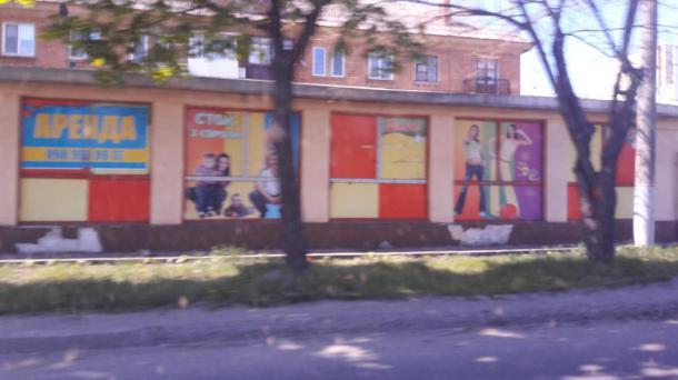 """Повильон по """"красной линии"""" в центральной городском районе."""