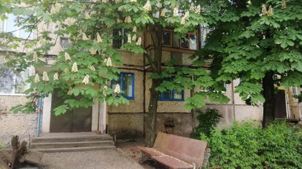 Продается двух 2х комнатная квартира , район гостиница Киев.